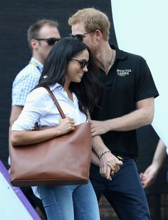 Prince Harry Photos - Prince Harry (R) and Meghan Markle (L) attend a Wheelchair Tennis match during the Invictus Games 2017 at Nathan Philips Square on September 25, 2017 in Toronto, Canada - Invictus Games Toronto 2017 - Day 3