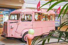 Italiaans ijs Ijskar roze iksmeltvoorjou Pop up event tropical vibes foodtrucks summer Mega stores weekend event ©BintiHomeBlog