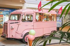 Italiaans ijs Ijskar roze iksmeltvoorjou Pop up event tropical vibes foodtrucks summer Mega stores weekend event ©BintiHomeBlog