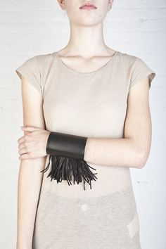 NATALIA BRILLI -BE/FR - fringed leather cuff