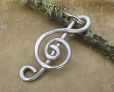 Musical Father's Day Gift- Treble Clef Aluminum Key Chain  Light Weight by nicholasandfelice, $15.50 Musician Gifts, Thing 1, Treble Clef, Ornaments Design, Big Earrings, Hair Sticks, Wire Jewelry, Jewlery, Key Rings