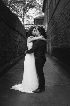 Pré-Wedding Lígia e Guilherme! © Tertúlia Fotografia - Fotografia Social #precasamento #ensaio #prewedding #bauru #janela #casamento #photoshoot #fotografiadecasamento #casais #blackandwhite #pretoebranco #casamento