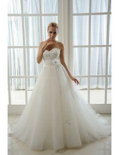 Vestido de novia corte en A, palabra de honor, escote corazón adornado con pedrería, cinto con flor de la temporada 2014.