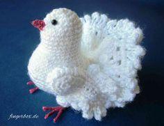Täubchen Source by anjamariagreve Diy Crochet And Knitting, Crochet Birds, Crochet Patterns Amigurumi, Crochet Animals, Crochet Toys, Free Crochet, Yarn Animals, Crochet Christmas Hats, Crochet Chicken