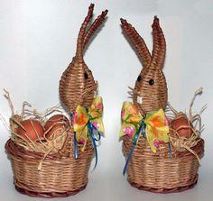 zaječí sezóna...s návodem Art N Craft, Magic Art, Easter Crafts, Plant Hanger, Newspaper, Wicker, Weaving, Arts And Crafts, Textiles