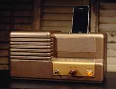 ipod iphone charging station with speaker from vintage radio
