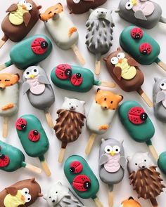 Self-taught baker Raymond Tan creates the best cake pops of charming characters, marbled textures, and flowers. See why the food art looks too good to eat! Cakepops, Cupcakes, Cupcake Cakes, Ice Cream Pops, Ice Pops, Paletas Chocolate, Fimo Kawaii, Magnum Paleta, Kreative Desserts