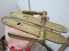 ancienne plaque serrure poignee de porte en laiton ou bronze dore decore