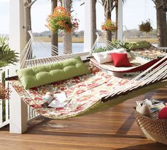 Floral and Stripes Hammock's Motifs for Summertime Pictures