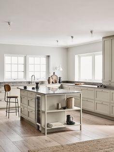 Reflecting the very essence of their brand, Swedish Kitchen Company Nordiska Kök have created the Nordic Kitchen. Swedish Kitchen, Nordic Kitchen, Kitchen Dining, Kitchen Island, Swedish Design, Nordic Design, Küchen Design, Scandinavian Design, Danish Design