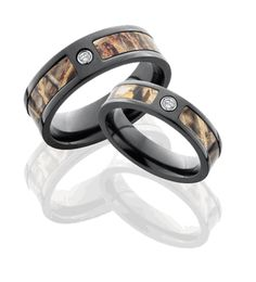 Matching Camo Wedding Rings - Repinning just to be able to find this again and show people the ridiculousness (this is awful)