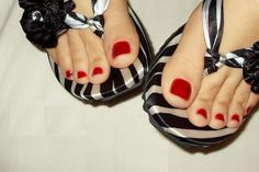 Love white feet with red toes nails, sexi Pretty Hands, Pretty Toes, Feet Soles, Women's Feet, Feet Show, Toe Polish, Pedicure Designs, Feet Nails, Cute Toes