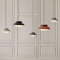 Aydınlatma ve Dekor Dünyasından Gelişmeler: Sebastian Herkner'den Gubi'ye Özel Collar Sarkıt #aydinlatma #lighting #design #tasarim #dekor #decor