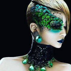 I like the idea of the mask being made out of make up. This has a nice peacock effect but not really what we need - but shows how 'mask like' make up can look. Maquillage Halloween, Halloween Makeup, Peacock Halloween, Halloween Ideas, Peacock Costume, Witch Makeup, Couple Halloween, Halloween Horror, Make Up Designs