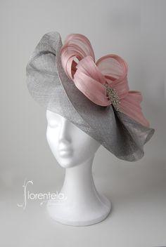 tocado-invitada-ala-media-plata-nude-cristal Sombreros Fascinator, Fascinator Hats, Fascinators, Headpieces, Sisal, Sinamay Hats, Bridal Hat, Bead Embroidery Patterns, Crazy Hats