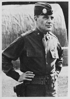 Mercredi 27 Décembre 1944 : A Bastogne, un convoi d'ambulances peut évacuer des blessés. Le général Taylor a rejoint sa division. Après avoir remercié et félicité MacAuliffe, il reprend le commandement. Les jours suivants, munitions, équipements chauds, cigarettes et même, avec un peu de retard, dindes de Noël arrivent.