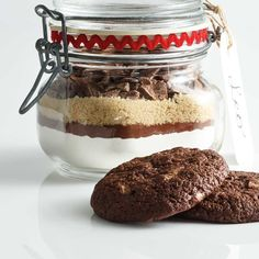 To make the dough for these decadent cookies, just add melted butter and an egg to the dry mix. New Recipes, Cookie Recipes, Dessert Recipes, Christmas Treats, Christmas Cookies, Biscuits, Double Chocolate Cookies, Pots, Sweet Tooth