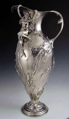 Gostei da ideia do espelho ser de prata esterlina. An Important Gorham Art Nouveau Sterling Silver Figural Ewer. Vintage Silver, Antique Silver, Gorham Silver, Gorham Sterling, Antique Jewelry, Design Art Nouveau, Lampe Art Deco, Jugendstil Design, Vibeke Design