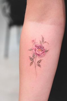 60 Adorably Small Tattoos That Prove Bigger Isn't Always Better - Straight Blasted - A peony by Bryan Gutierrez - Detailliertes Tattoo, Form Tattoo, Shape Tattoo, Body Art Tattoos, Sleeve Tattoos, Key Tattoos, Tatoos, Small Tattoo Designs, Flower Tattoo Designs