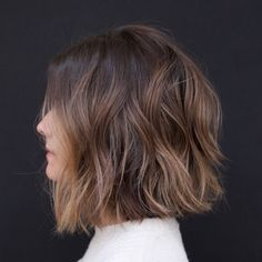 New Totally Free 10 easy wavy bob hairstyles with balayage - 2019 short haircuts for women - hairstyles Ideas Who created the Bob hairstyle? Bob has been major the league of trend hairstyles for decades. Wavy Hair, Dyed Hair, Fine Hair, Ombre Hair Bob, Black Curls, Black Hair, Medium Bob Hairstyles, Short Haircuts, Brown Hairstyles