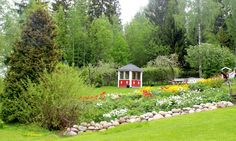 Garden, tulips, rock fence - Puutarha kukkapenkki kivipenger