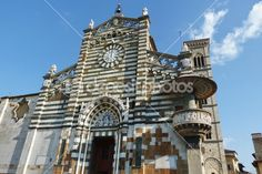 Facade of the Cathedral of Prato, Tuscany, Italy — Stock Photo
