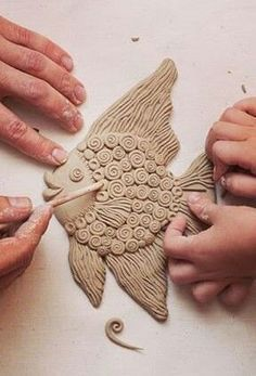 Most up-to-date Photo Slab pottery animals Thoughts . Clay Art Projects, Ceramics Projects, Clay Crafts, Flour Crafts, Sculpture Projects, Ceramics Ideas, Sculpture Ideas, Clay Fish, Clay Wall Art