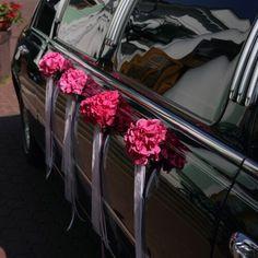 Ihr möchtet euer Hochzeitsauto mit passendem Autoschmuck verzieren? Dann lasst euch von unserer großen Autoschmuck Bildergalerie inspirieren!