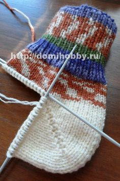 Вязание носков спицами Knit Slippers Free Pattern, Crochet Socks, Knitted Slippers, Knitting Socks, Free Knitting, Baby Knitting, Free Crochet, Knitted Hats, Knit Crochet