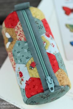 (4) Following ‹ Reader — WordPress.com Fabric Purses, Fabric Bags, Patchwork Bags, Quilted Bag, Sewing Art, Love Sewing, Bag Patterns To Sew, Sewing Patterns, Sew Pattern