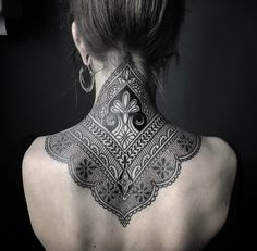 Ornamental mehndi style neck / upper back tattoo by Ellemental Tattoos, an artist based in Berlin, Germany. Mehndi Tattoo, Henna Style Tattoos, Mehndi Style, Henna Tattoo Designs, Best Tattoo Designs, Trendy Tattoos, Body Art Tattoos, Tattoos For Women, Sleeve Tattoos