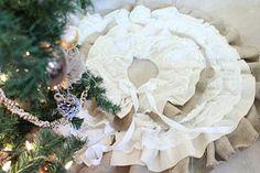 DIY: Burlap and Lace Christmas Tree Skirt |do it yourself divas
