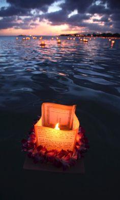 Festival das lanternas flutuantes homenageia mortos no Havaí - Fotos - UOL Notícias