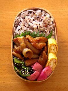 鶏もも生姜焼き Ginger flavor firing of the chicken Japanese bento