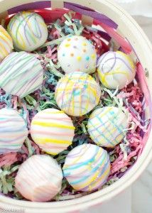 These Easy Easter Oreo Truffles are quick to make with just a few ingredients. They are perfect for a last minute holiday treat, look cute and taste delicious! Oreo Bark, Oreo Truffles, Oreo Pops, Truffles Recipe, Easter Peeps, Easter Candy, Easter Treats, Easter Food, Easter Lunch