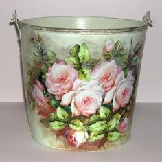 f Painted Milk Cans, Painted Pots, Tin Can Art, Coming Up Roses, Diy Bottle, Metal Tins, Bottles And Jars, Flower Pots, Flowers