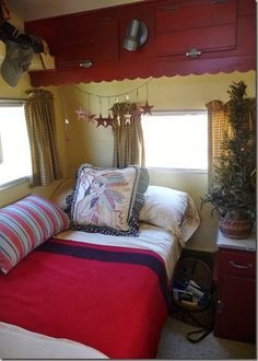 Cozy interior (and pretty overhead storage!) in this vintage camper Trailer Decor, Trailer Interior, Camper Interior, Vintage Caravans, Vintage Travel Trailers, Vintage Campers, Vintage Rv, Vintage Airstream, Kombi Trailer