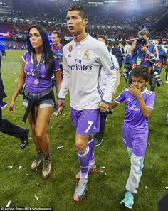 Tight lipped: Cristiano's family has always refused to discuss whether his son was born to a surrogate mother, despite claims by a former nanny that the footballer's sister Katia had told her he had two Mexican mums Christano Ronaldo, Ronaldo Junior, Cristiano Ronaldo Girlfriend, Cristiano Ronaldo Cr7, Best Football Players, Soccer Players, Football Relationship, Footballers Wives, Ronaldo Real Madrid