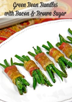 (Asparagus)Green Bean Bundles with Bacon and Brown Sugar - simple side dish with tons of great flavors! Can assemble ahead of time and refrigerate until ready to bake. Thanksgiving Side Dishes, Thanksgiving Recipes, Side Dish Recipes, Vegetable Recipes, Plain Chicken Recipe, Green Bean Bundles, Tapas, Green Bean Recipes, Side Dishes Easy