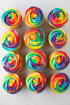 Tie Dye Frosting, Tie Dye Cupcakes, Frosting Colors, Buttercream Cupcakes, Cupcake Frosting, Cupcake Cakes, Cupcake Liners, Cupcake Wrappers, Rainbow Frosting
