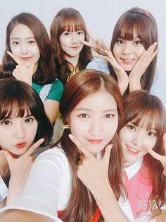 They all look so cute. Especially Eunha, her haircut fits her well. Kpop Girl Groups, Korean Girl Groups, Kpop Girls, Bubblegum Pop, Extended Play, Massage Girl, Gfriend Sowon, Dark Art Drawings, K Pop Star