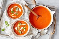 Keep warm this winter and cosy up with a bowl of nutritious & comforting soup with our 10 easy soup recipes. Find more soup recipes at Tesco Real Food. Tomato Soup Recipes, Healthy Soup Recipes, Cooking Recipes, Healthy Foods, Health Benefits Of Tomatoes, Turmeric Detox, Spring Soups, Cream Of Tomato Soup, Tesco Real Food