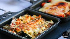 5 neue kreative Ideen für euer Raclette Essen: Raclettepfännchen gefüllt mit Kürbis, Chorizo, Blauschimmelkäse, Aubergine und Feige.