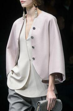Giorgio Armani at Milan Fashion Week Fall 2018 - Details Runway Photos Funky Fashion, Fashion 101, Couture Fashion, Fashion Show, Womens Fashion, Fashion Design, Mexican Fashion Style, Fashion Styles, Armani Collection