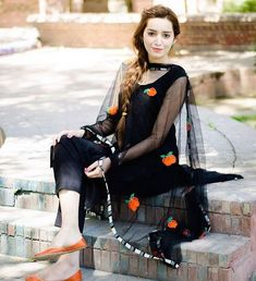 Look classy and stylish in this piece and revel in the comfort of the soft fabric. The ethnic diva in you just can't let this stylish kurti get away. Pakistani Dress Design, Pakistani Outfits, Indian Outfits, Ethnic Outfits, Indian Dresses, Black Punjabi Suit, Punjabi Suits, Punjabi Girls, Suit Fashion