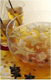 New Year's Eve Food / Drink: PUNCH with star fruit--Looks good for New Year's  Blog entry in Norwegian. Link within to recipes---Punch uses 2 l cold green tea, 2 limes, 2 starfruit/carambola, 1-2 dl light syrup, 1 l mineral water or fruit softdrink(sprite), ice cubes. Juice limes, combine all.