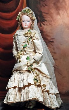 Lot: GRAND SIZE, SUPERB FRENCH BISQUE POUPEE IN BRIDAL GOWN,, Lot Number: 0236, Starting Bid: $1,700, Auctioneer: Frasher's Doll Auction, Auction: Doll Auction - So Happy Together, Date: October 20th, 2013 CDT