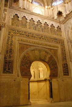 Elegant arches in the Mezquita in Córdoba.