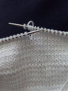 Unique: Pelele blanco 0 meses Knit Crochet, Arrow Necklace, Lily, Knitting, Unique, Baby Dresses, Internet, Skirts, Projects