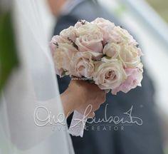 Matrimonio romantico dallo stile provenzale. Il bouquet di rose inglesi